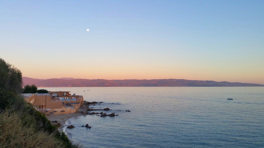 coucher de soleil sur la mer à Ajaccio