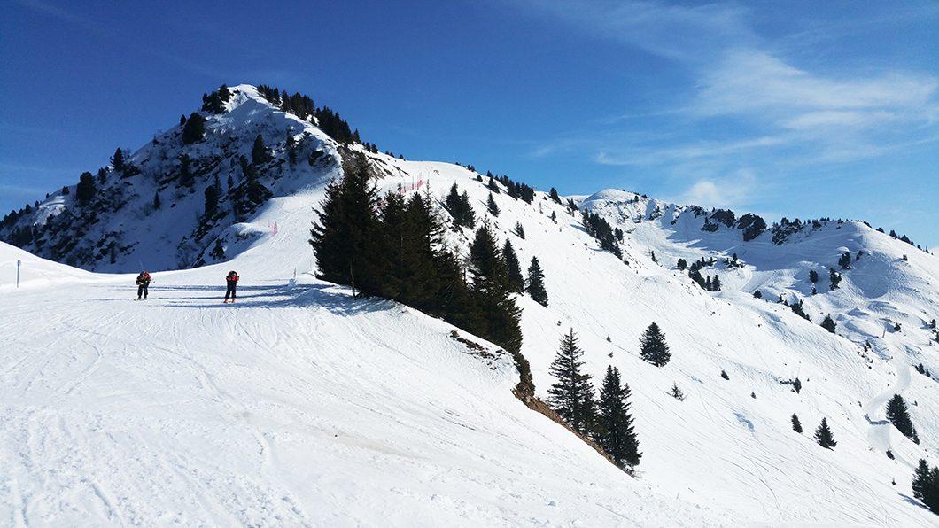 Skier dans les Alpes