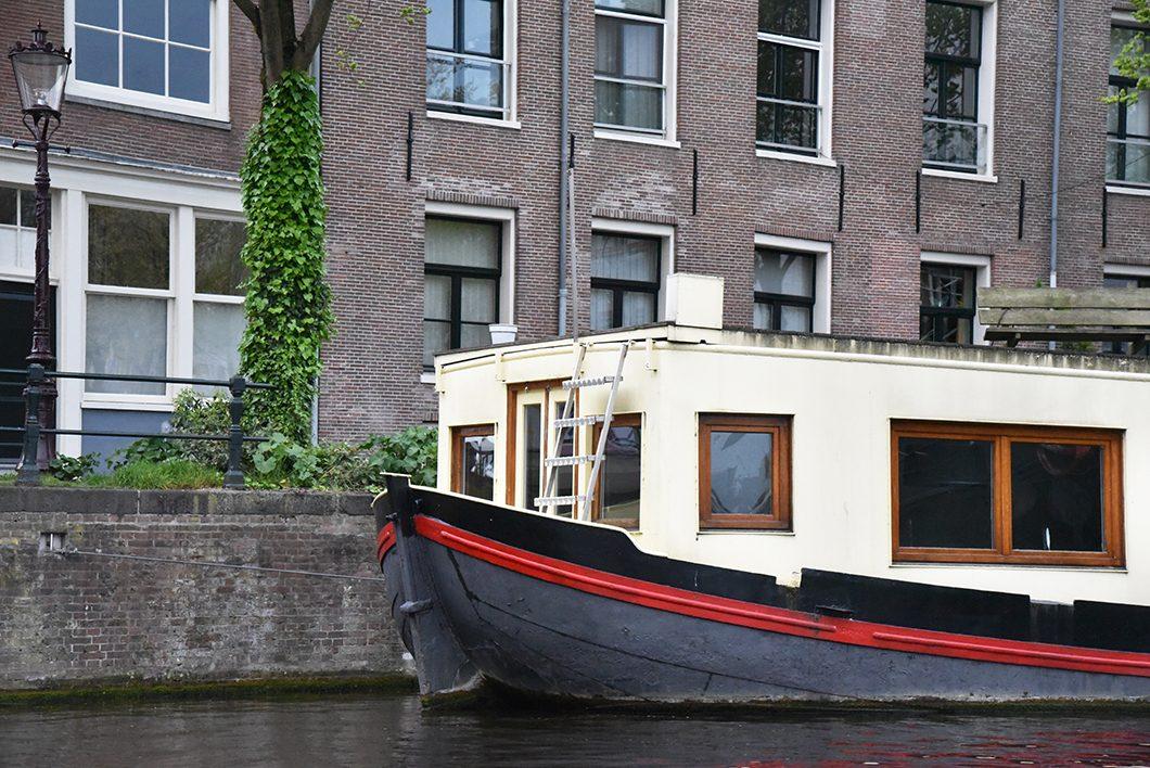 Découvrir les canaux d'Amsterdam en bateau
