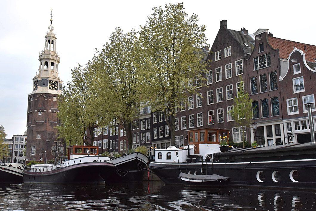 Faire du bateau à Amsterdam, activité incontournable