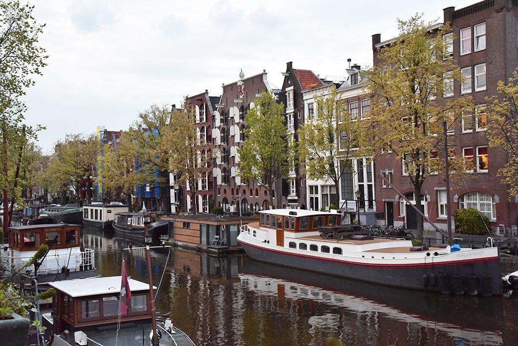 Les canaux du quartier de Jordaan à Amsterdam