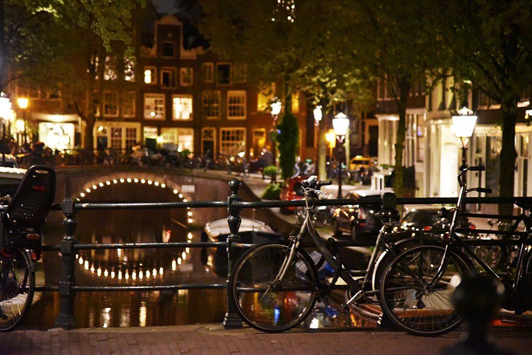 Visiter Amsterdam de nuit, activité incontournable à Amsterdam