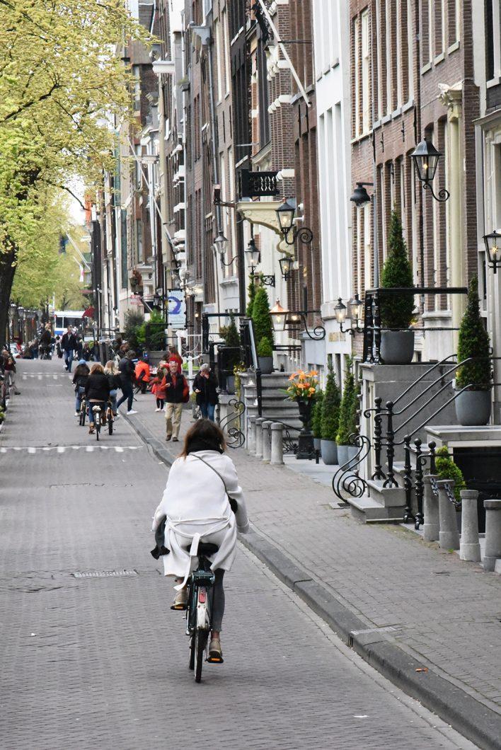 Faire du vélo dans le Quartier de Jordaan à Amsterdam