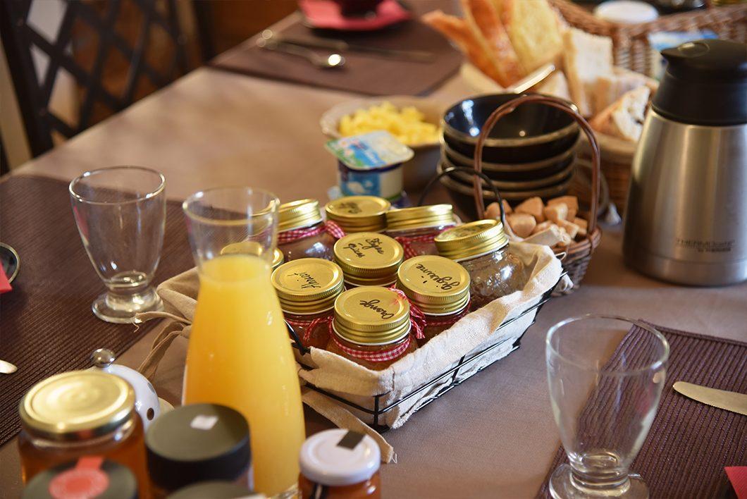 Petit déjeuner au Domaine de la Manse àVilleneuve-de-Berg