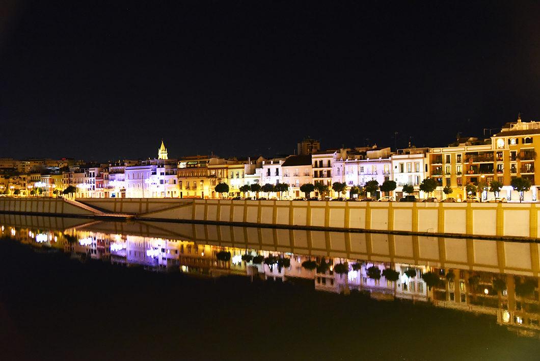Les quais de Séville de nuit