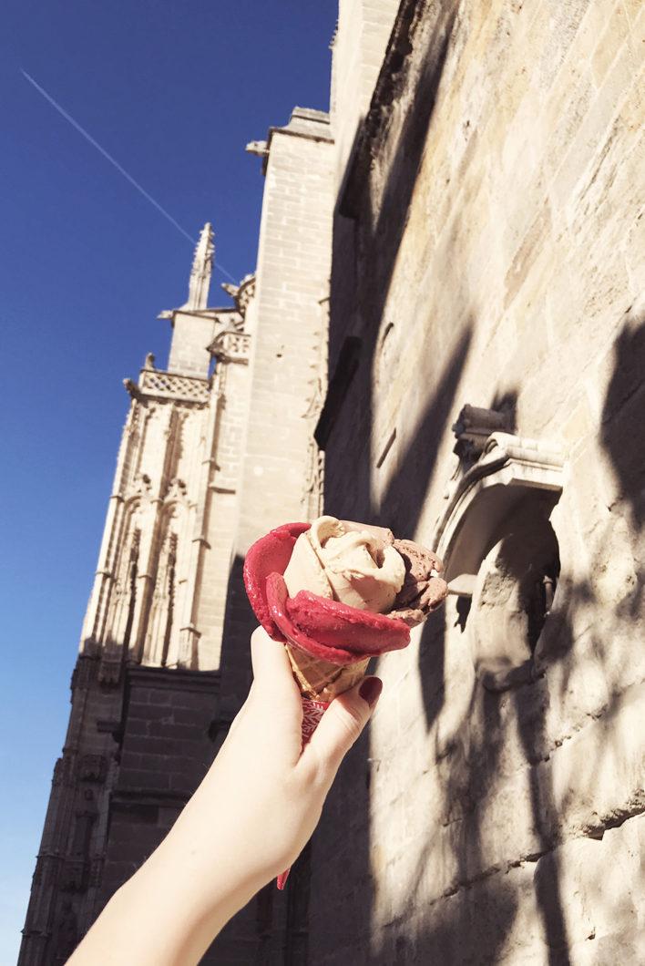 Manger une glace à Séville