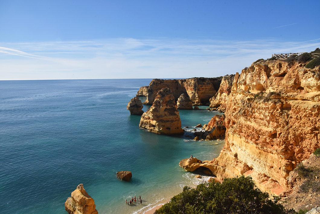 Que voir en Algarve ? Voir les falaises de la Praia da Marinha