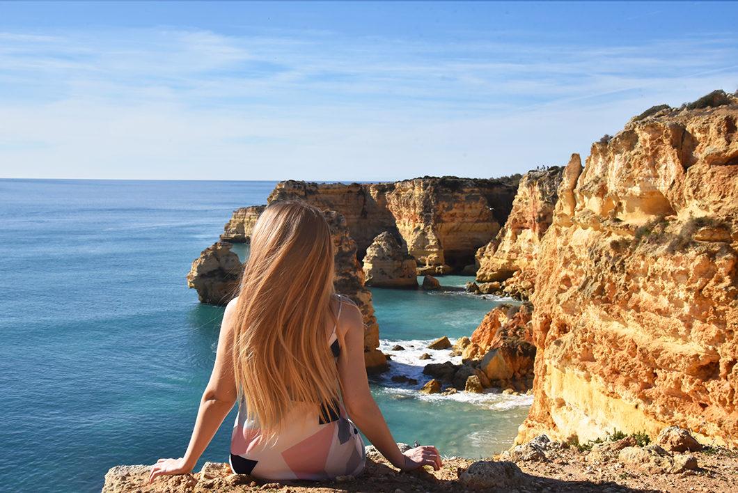 Point de vue sur la Praia da Marinha en Agarve