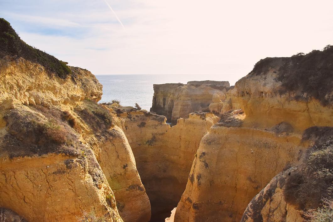 Praia do Castelo, plage et falaise en Algarve