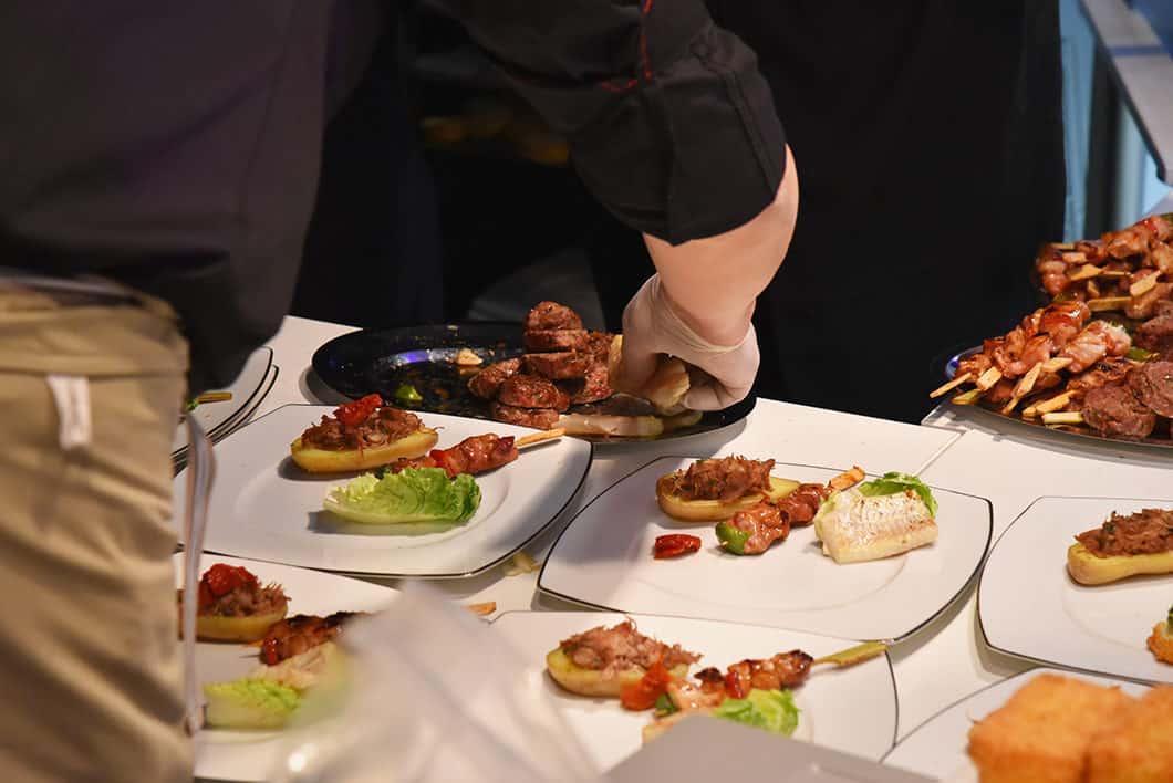 Diner gastronomique sur un bateau à Paris