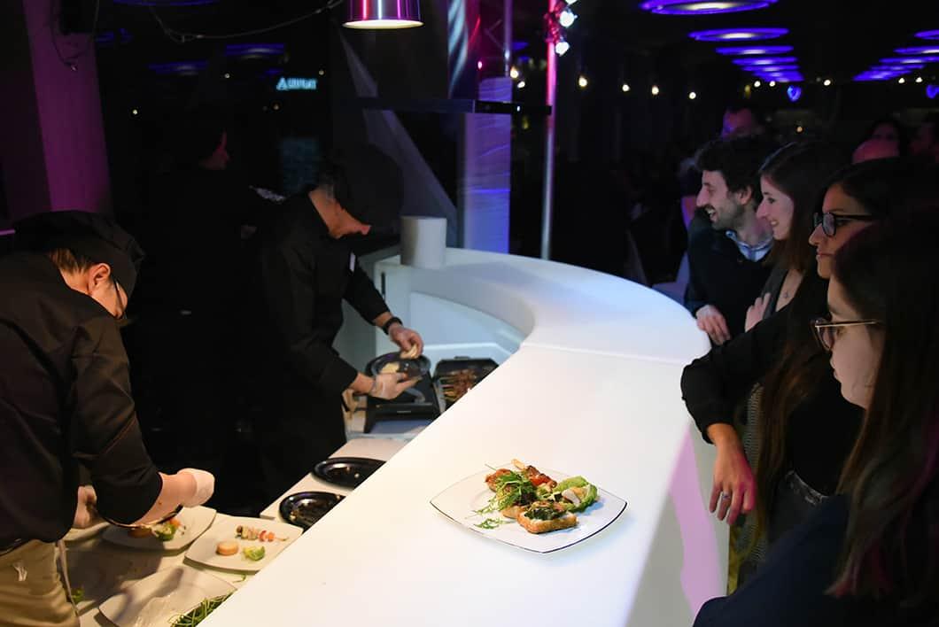 Manger sur un bateau à Paris