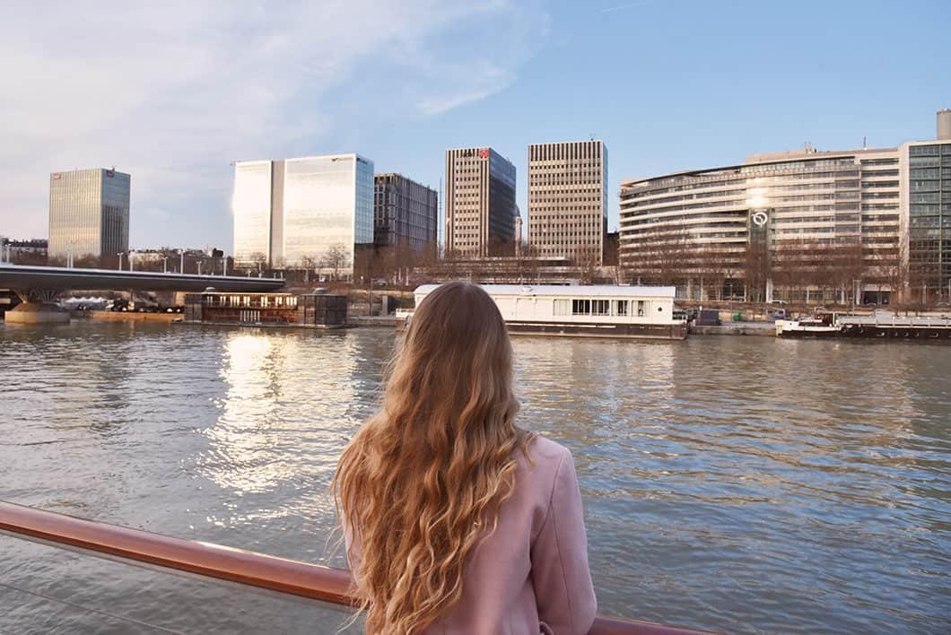 Faire du bateau à Paris au coucher de soleil