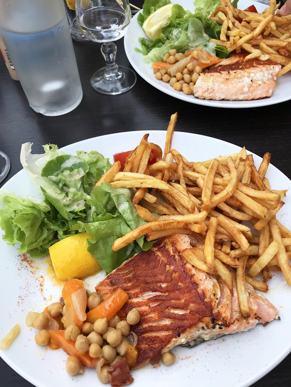 Déjeuner aux halles de Millau
