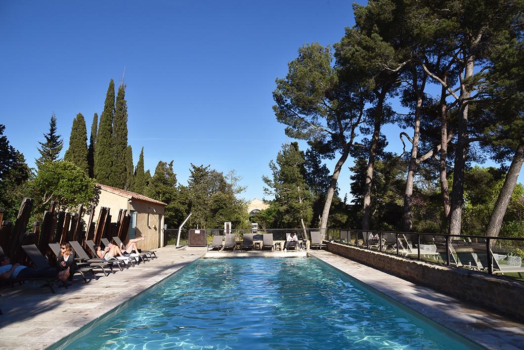 Hôtel avec piscine à Carcassonne ) Les Cabanes dans les Bois