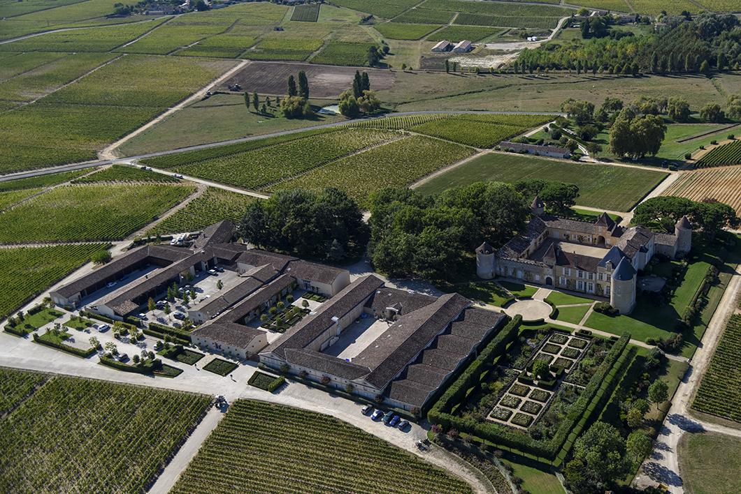 Survol du Château d'Yquem (1er cru supérieur de Sauternes) en ULM avec le Château Vénus - Activité insolite sur la Route des Vins de Bordeaux en Graves et Sauternes