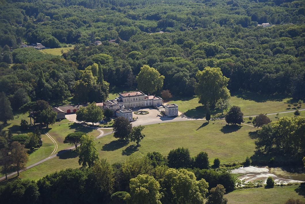 Survol du Château Filhot (1er Grand Cru Classé de Sauternes en 1855) en ULM avec le Château Vénus - Activité insolite sur la Route des Vins de Bordeaux en Graves et Sauternes