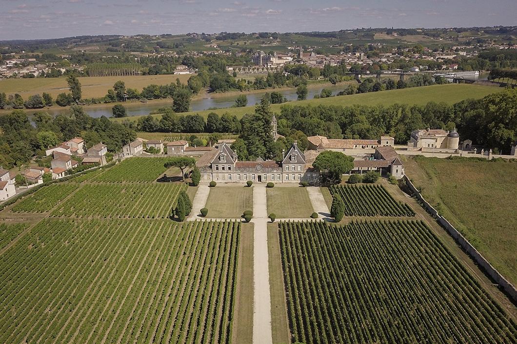 Survol du Château Cerons en ULM avec le Château Vénus - Activité insolite sur la Route des Vins de Bordeaux en Graves et Sauternes