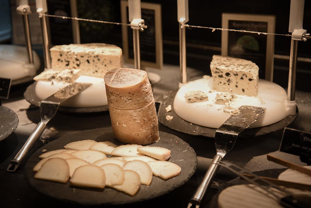 Buffet de fromages - Les Grands Buffets à Narbonne