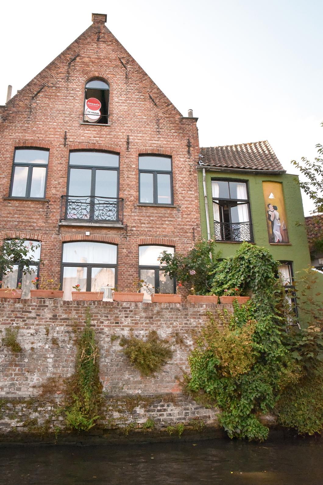 Que faire à Bruges ? Faire une balade en bateau