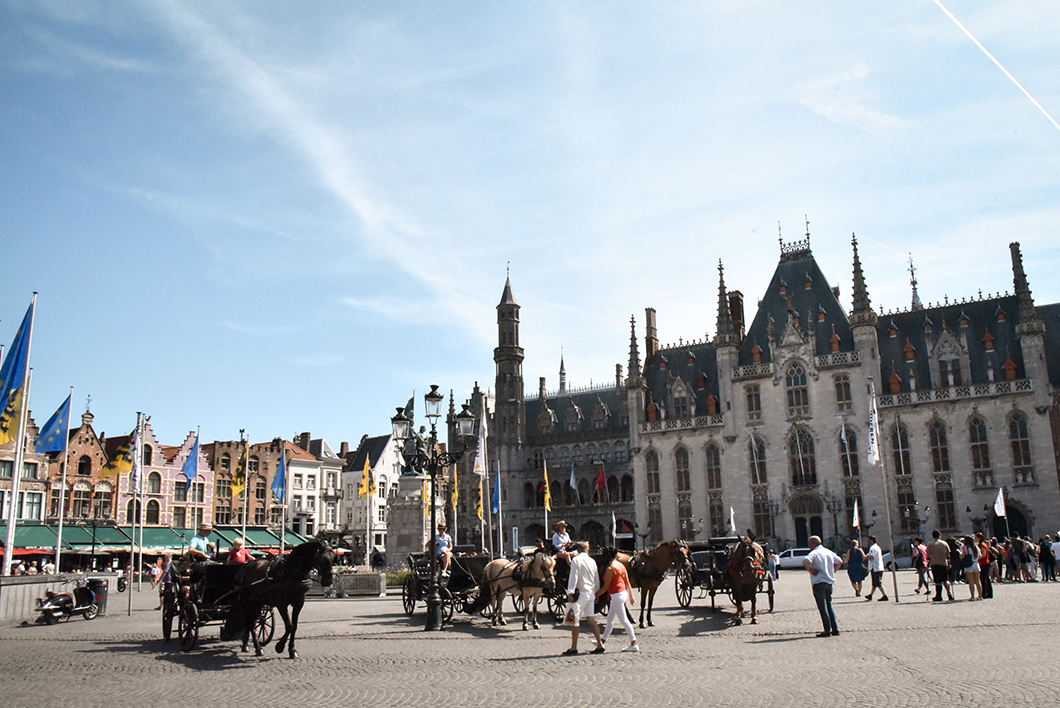 La place du Bourg, incontournables à Bruges