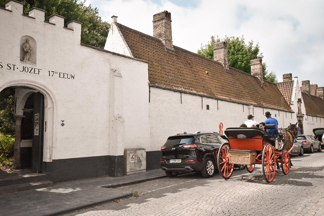 Découvrir les Maisons-Dieu(Godshuizen), incontournables à visiter à Bruges