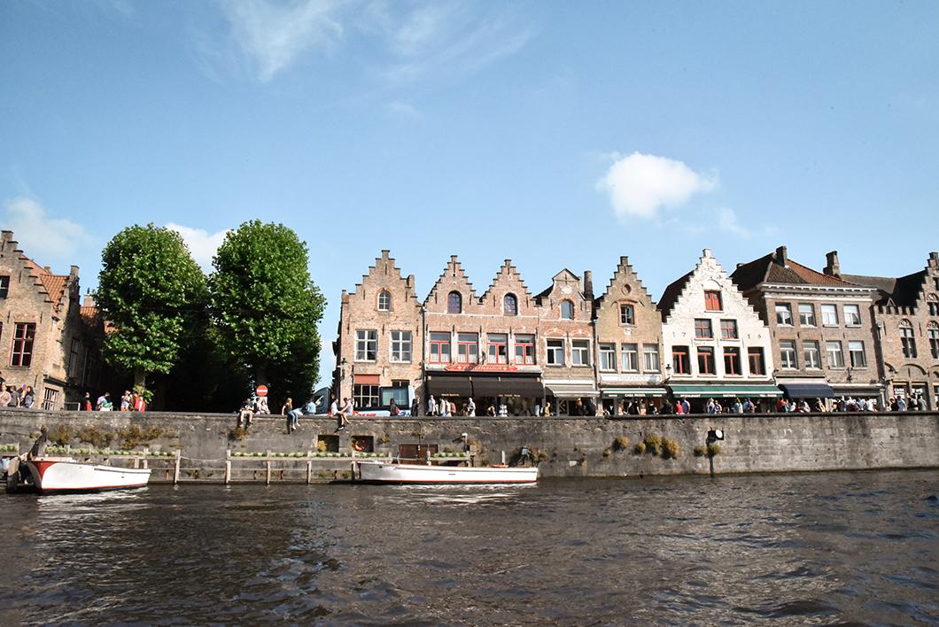 Découvrir Bruges en bateau, incontournable à faire à Bruges