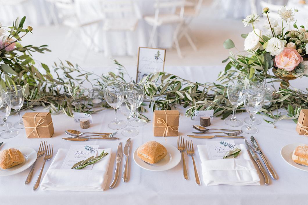 Décoration de tables d'un mariage bohème en Provence