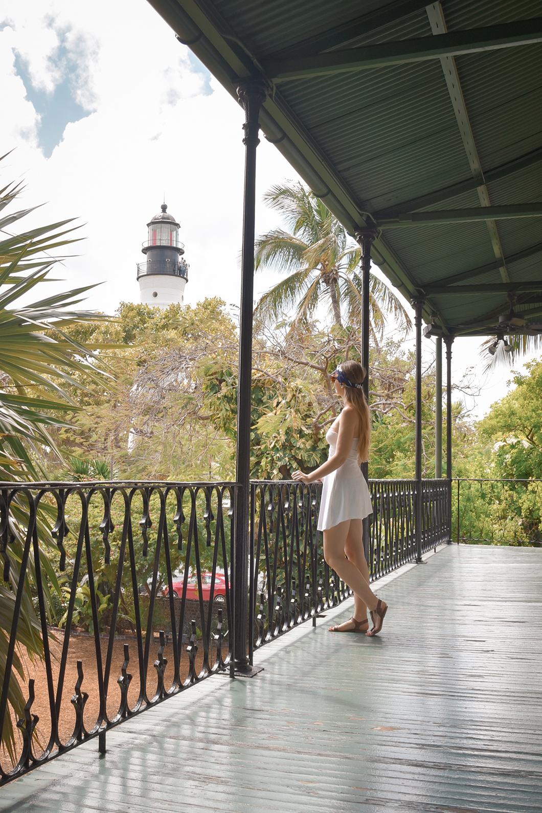 Vue sur le phare de Key West depuise la maison d'Hemingway