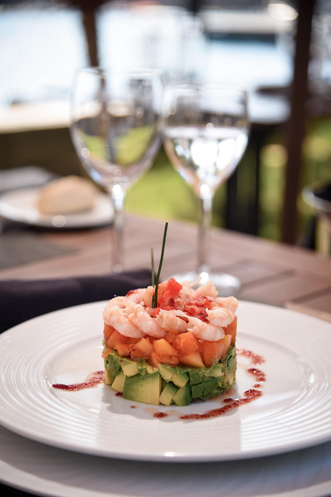 Repas à Maroa Club de Mar, en bord de mer