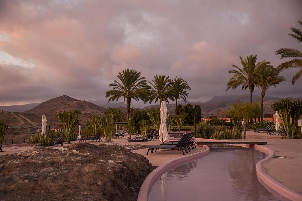 Les piscines de l'immense hôtel Salobre