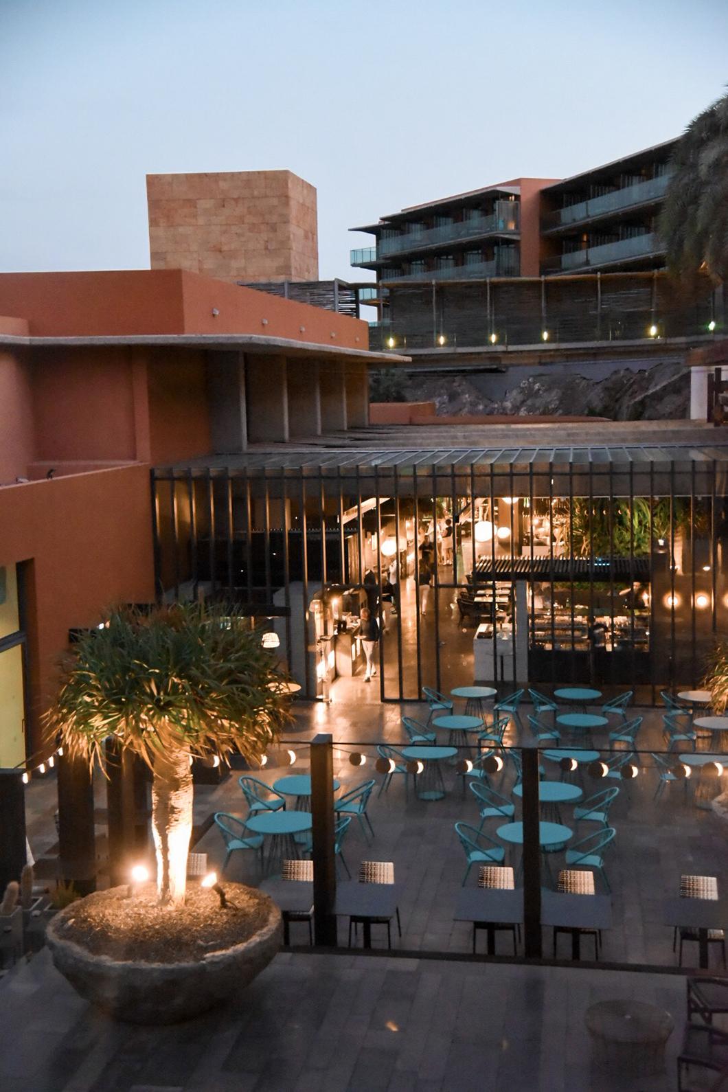 Terrasse extérieure du Salobre Hotel Resort & Serenity