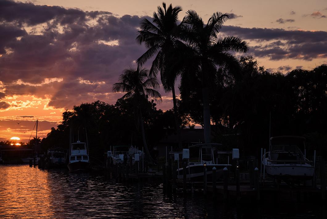 Coucher de soleil et nuit à bord d'un bateau