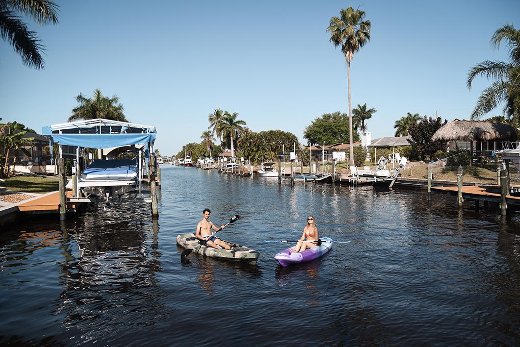 Matinée kayak dans notre airbnb insolite en Floride