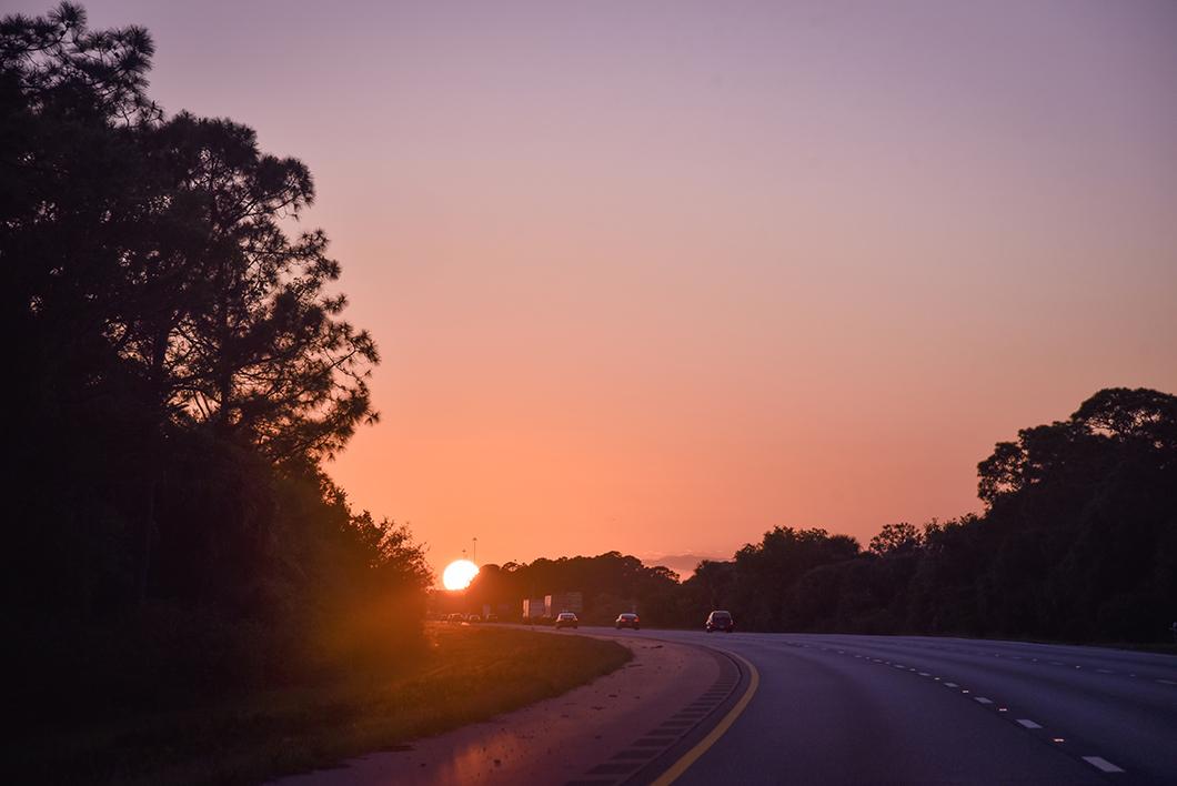 Coucher de soleil depuis la route