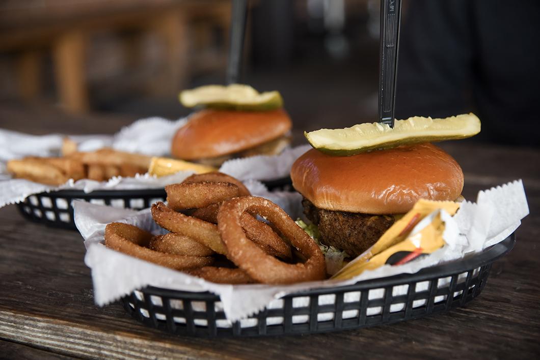 Bird's Aphrodisiac Oyster Shack, burger à Tallahassee