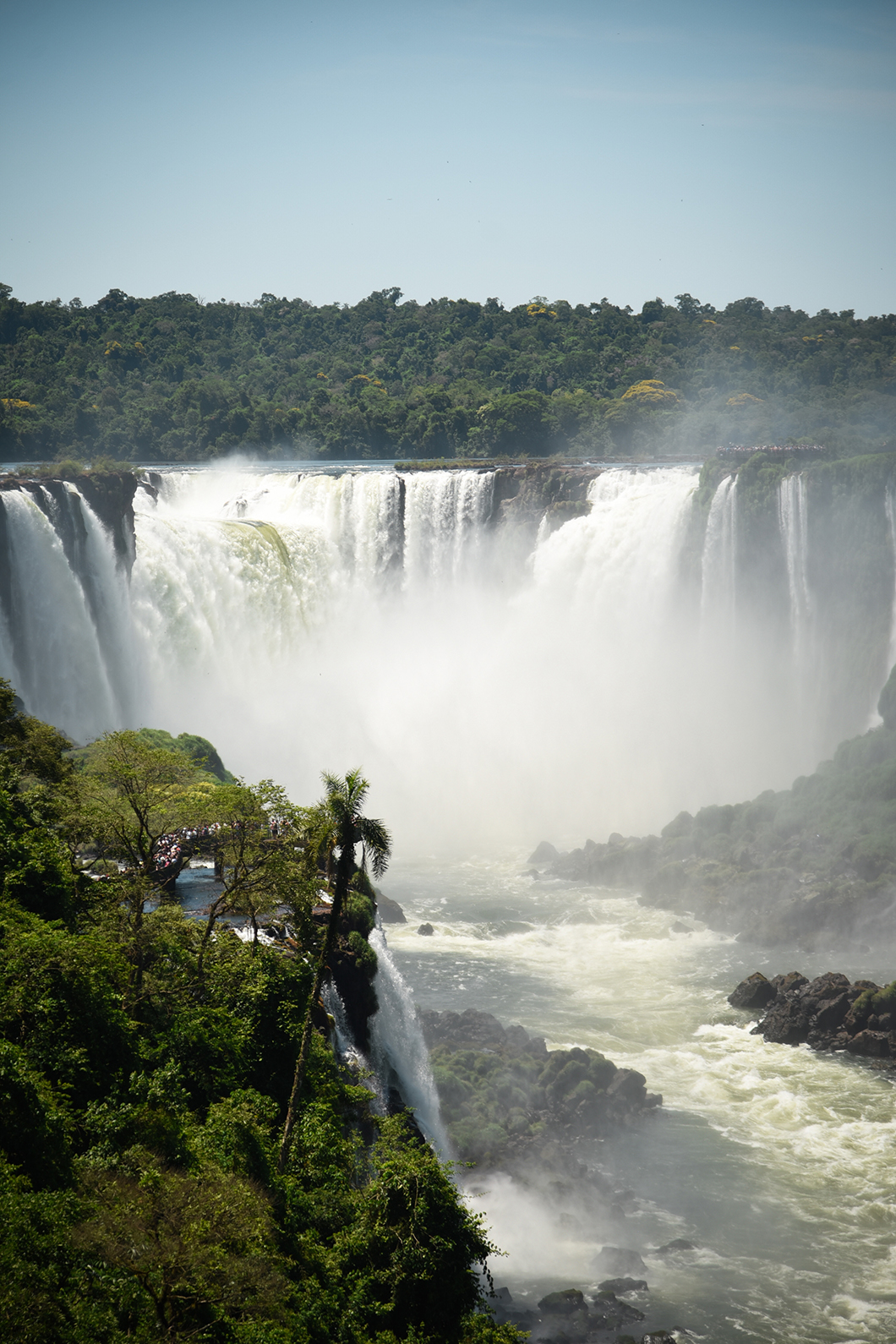 Panorama sur les chutes d'Iguazu côté Brésil