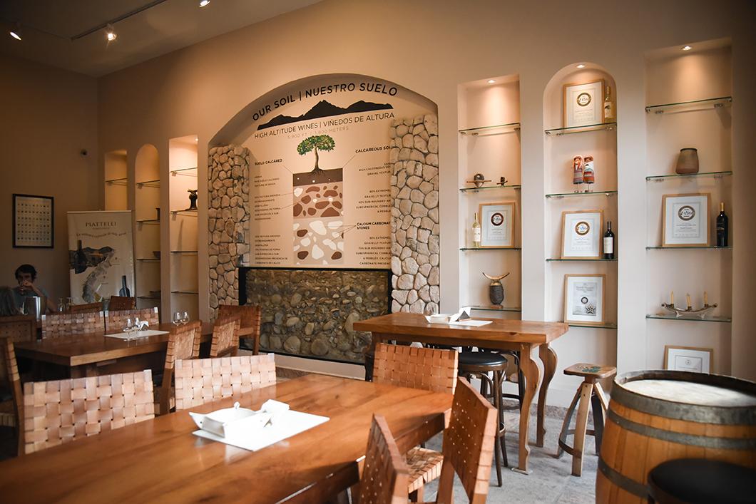 Salle de dégustation à la Bodega Piattelli