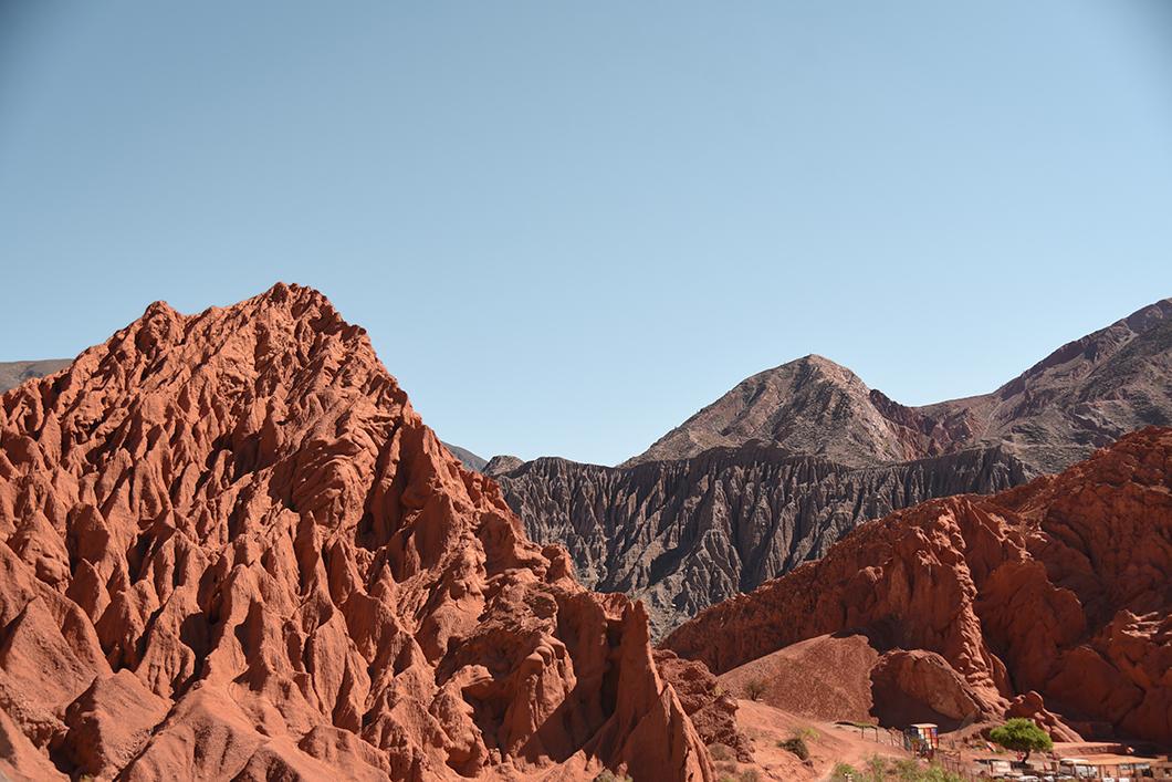 Découvrir la colline aux 7 couleurs dans les alentours de Salta