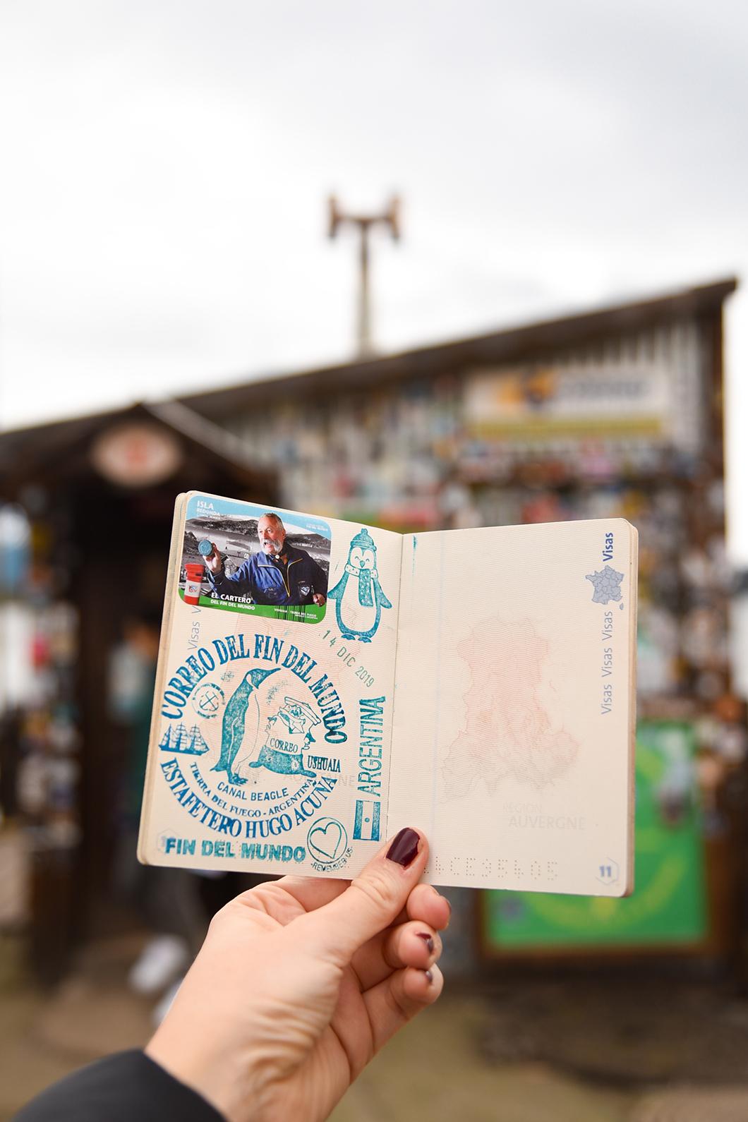 Tampon sur notre passeport à la poste du bout du monde