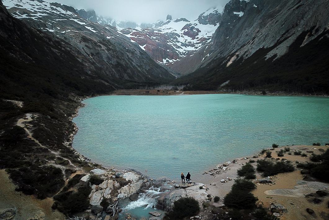 Paysage bleu de la Laguna Esmeralda, incontournable à Ushuaia