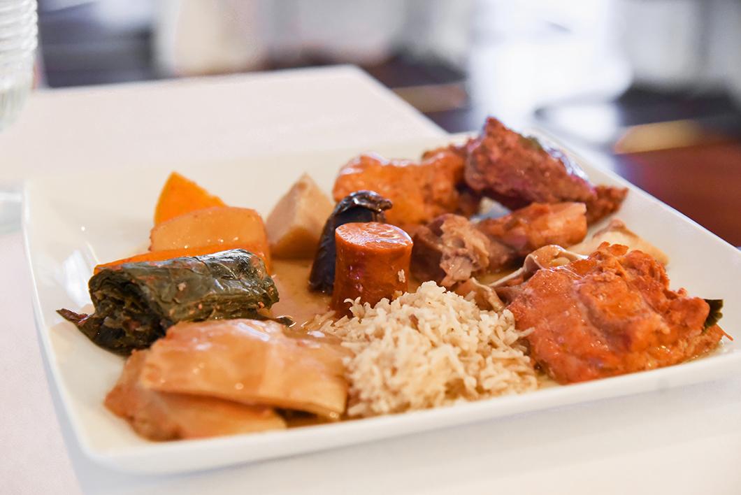 Gouter le cozido, plat traditionnel des Açores au Terra Nostra à Furnas