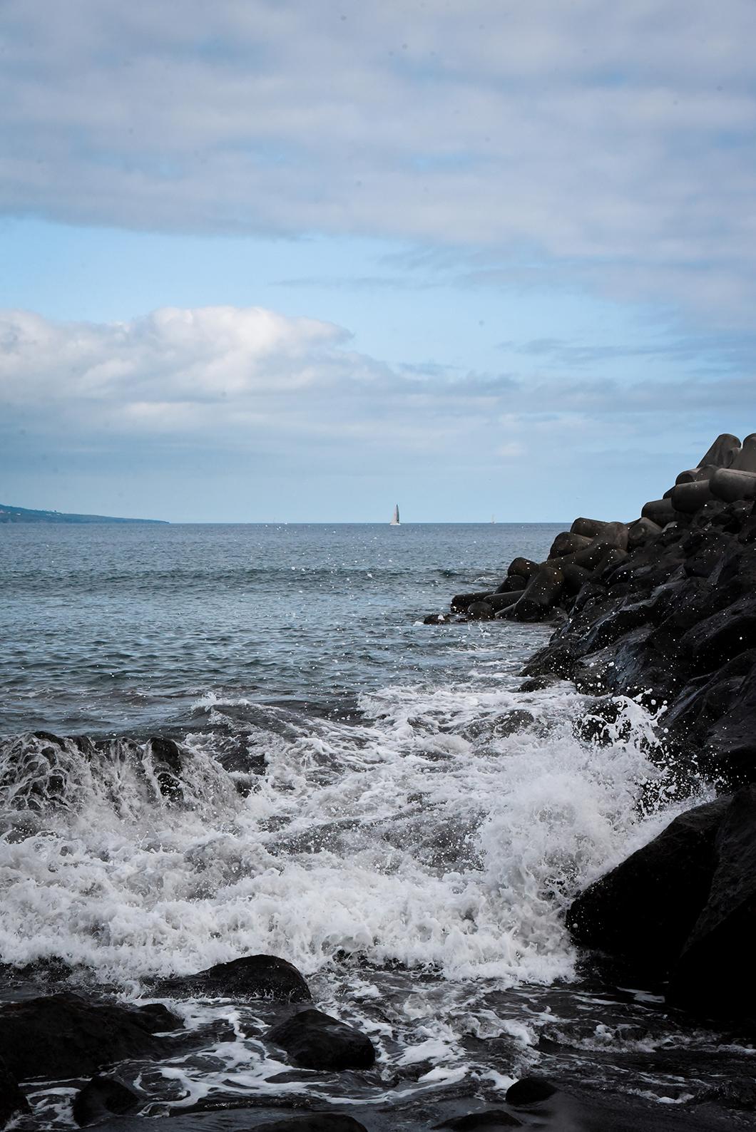 Praia da Conceição, plage de sable noir sur l'île de Faial