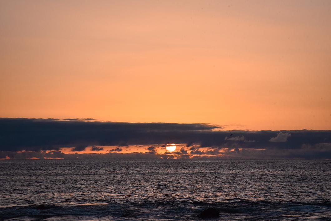 Coucher de soleil au Porto do Comprido, incontournable à Faial
