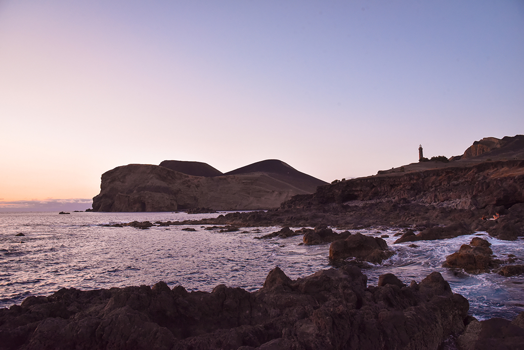 Porto do Comprido, plage pour le coucher de soleil dans les Açores au Portugal