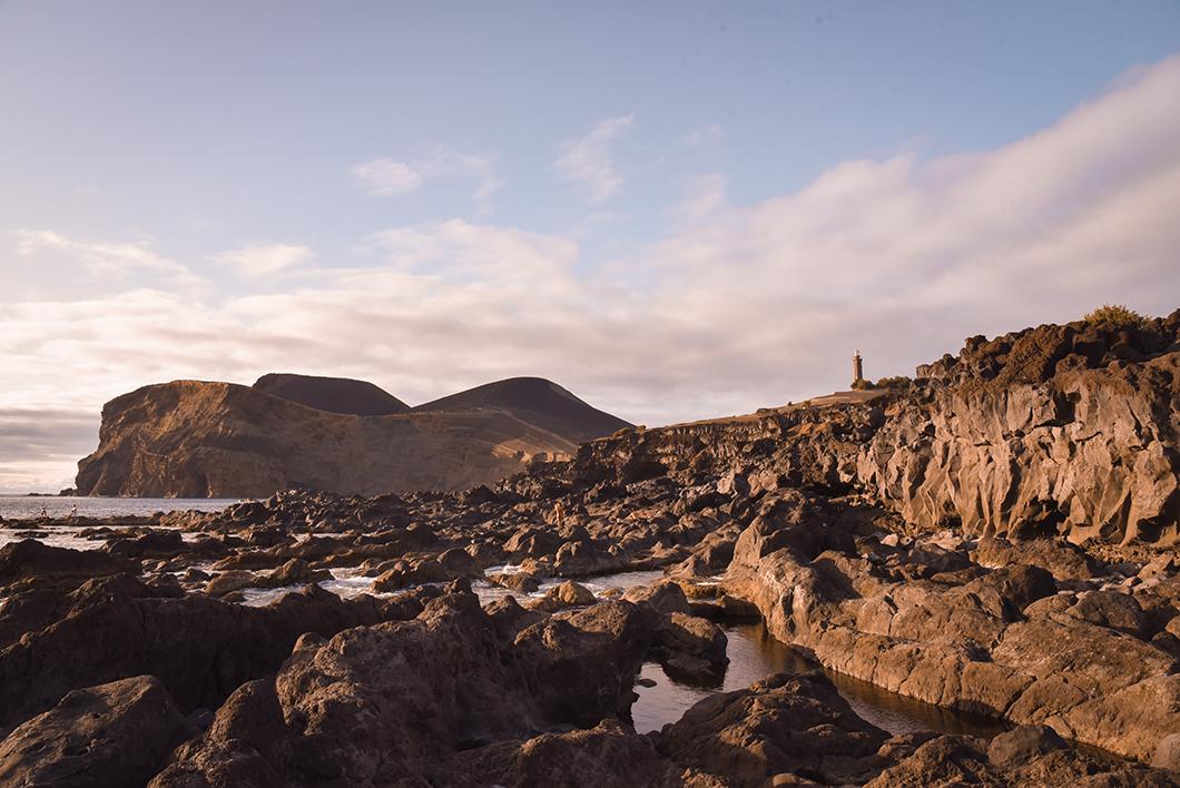 Coucher de soleil à Capelinhos, incontournable sur l'île de Faial dans les Açores au Portugal