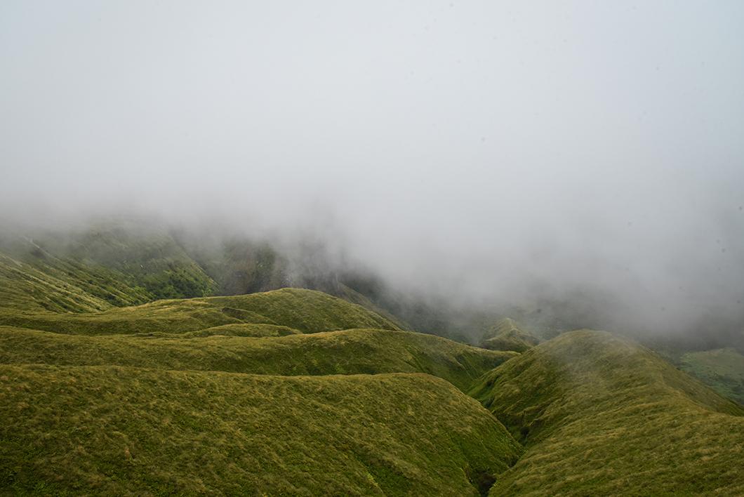 Quelles sont les meilleures randonnées à faire dans les Açores ? La Caldeira à Faial Quelle randonnée faire sur l'île de Faial ? La Caldeira