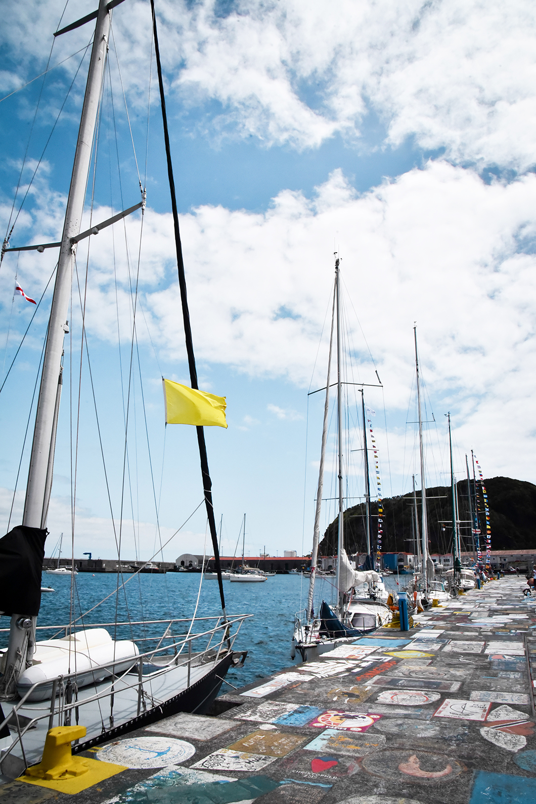 Les bateau de la Marina de Horta à Faial dans les Açores