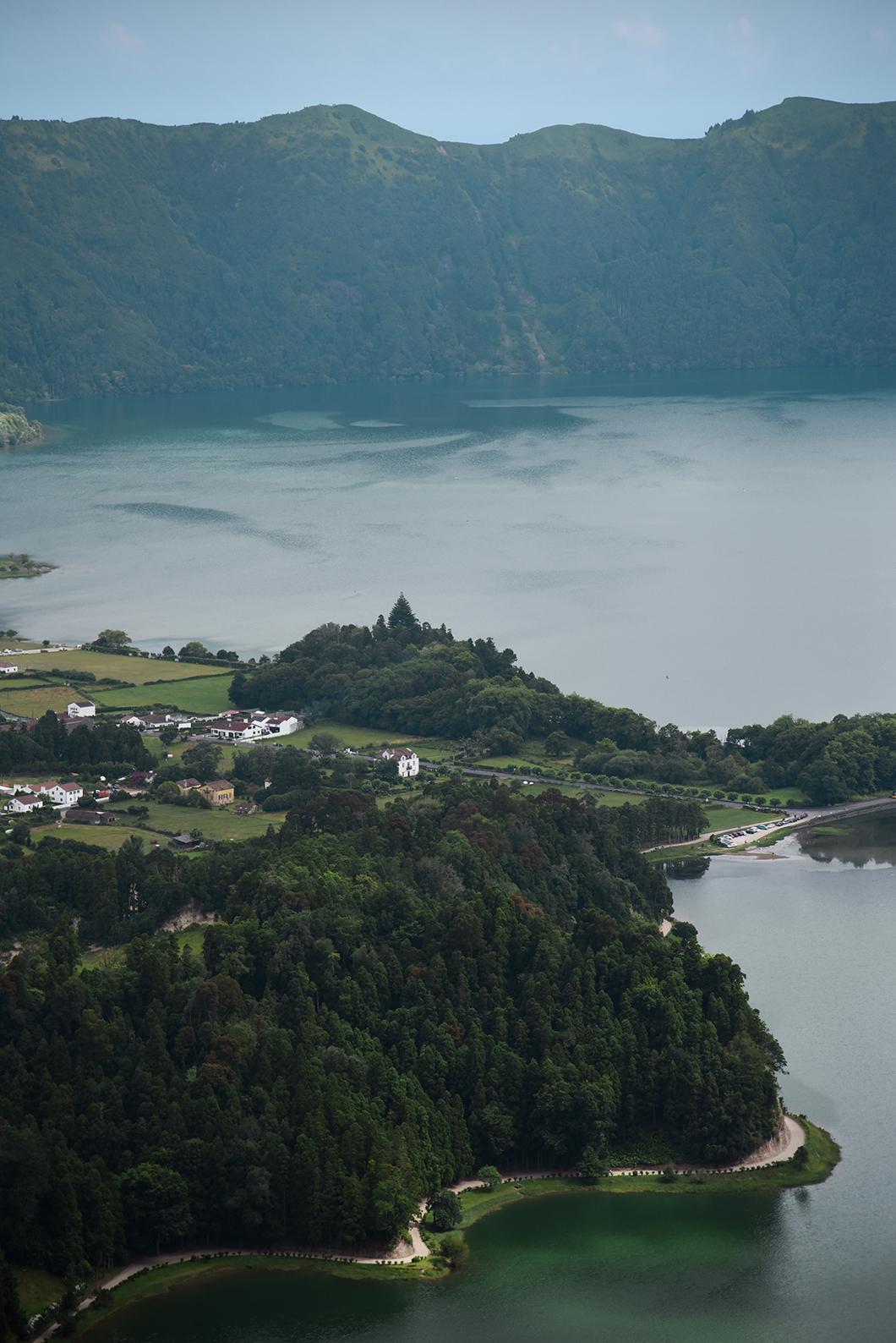 Admirer le lac des Sete Cidades dans les Açores