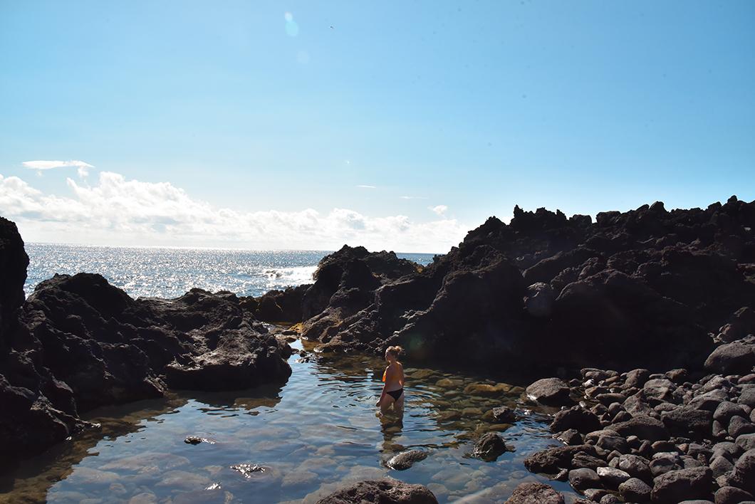 Que faire dans les Açores ? Se baigner à Ferraria