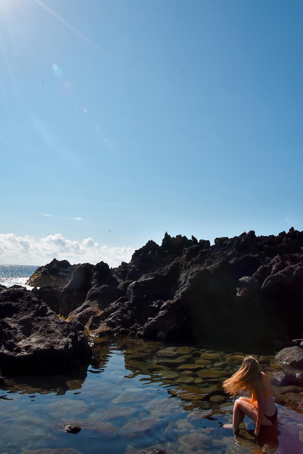 Aller dans les piscines naturelles à Ferraria